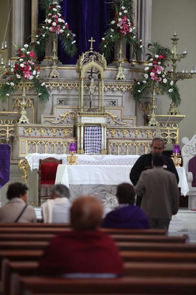En este día la gente va a la iglesia para recibir el símbolo a través del cual se les recuerda que la vida es pasajera.