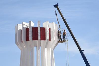 """El Torreón """"será resguardado en una bodega para colocarlo posteriormente en una área de la ciudad que se decida"""", según dijo en entrevista pasada el director de Construcción de Obras Públicas."""