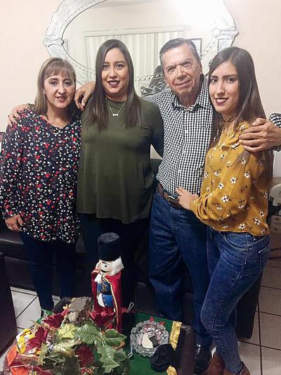 02032017 Paty, Karina, Arturo y Zayra.