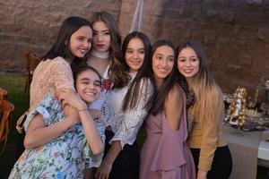 Mayka, Maricarmen, Ale, Ana Cris y Ana Paula