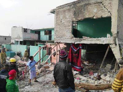 Autoridades municipales indicaron que la explosión destruyó una vivienda, que era rentada.