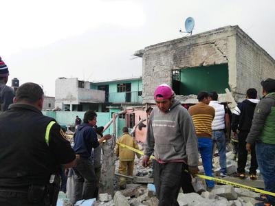 De acuerdo con la Cruz Roja del Estado de México, la explosión fue por acumulación de gas. También indicó que la cifra de lesionados es de al menos siete.