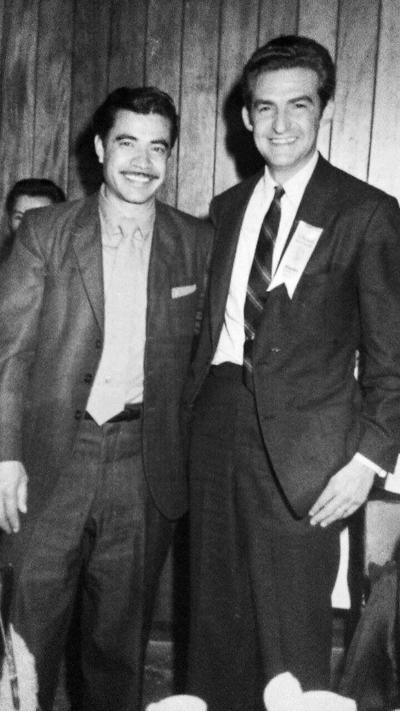05032017 José Luis Flores recibiendo un premio nacional de mejor vendedor en marzo de 1960 en Monterrey, N.L.