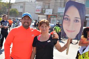 06032017 Ramiro y Arlette apoyando a Arlette.