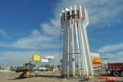 El monumento al Torreón es quitado para dar paso a la construcción de la Estación Nazas del Metrobús.