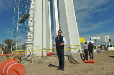 """""""Hay que salir, hay que alzar la voz, no podemos permitir que en nuestras narices destruyan el patrimonio histórico de la ciudad"""", mencionaron mientras protestaban por el Torreón."""