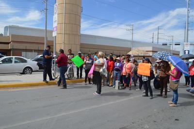 En medio del bloqueo se enfrentaron a varios automovilistas que trataban de circular rumbo al norte de la rúa.