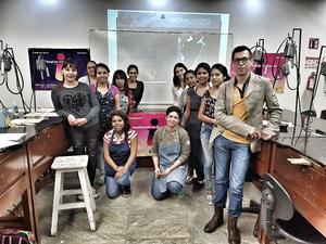 08032017 Nelda Zapata y Pineda Damián con las jóvenes de Jimulco.