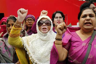 Mujeres atendieron la convocatoria del Instituto de Estudios Laborales de Bangladesh, en Dacca.