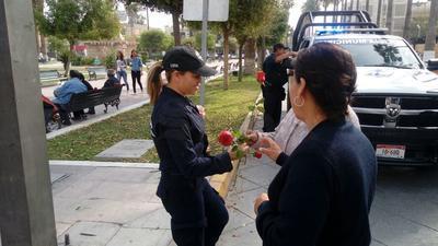 Los policías se encontraban en diversos puntos de la Plaza Mayor.
