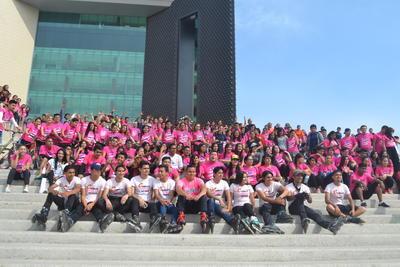 Este miércoles, el Comité Juvenil de la Facultad de Derecho de la UA de C, Unidad Torreón, en conjunto con la dirección, realizaron una rodada para conmemorar el Día Internacional de la Mujer, misma que culminó en la Plaza Mayor de Torreón.