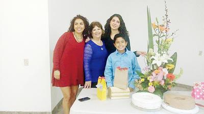 09032017 Quechu Solís festejando su cumpleaños.