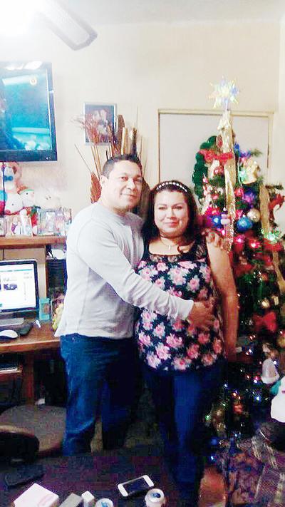 09032017 Arturo Quiñones y su esposa, Ruth.