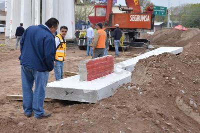 La estructura tiene una altura de 13 metros, con un peso en global de 160 toneladas, de concreto y acero.