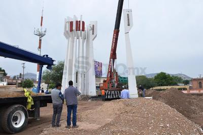 Inició el proceso de reubicación del monumento al Torreón, localizado a la entrada de la ciudad.