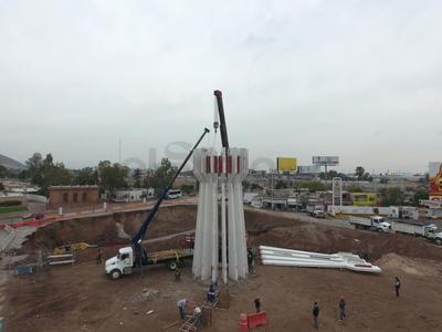 Se comenzó con el desmonte de las columnas del emblemático Torreón.