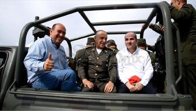 El titular de la Sedena estuvo acompañado por el gobernador de Coahuila, Rubén Moreira y el director de la Conagua, Roberto Ramírez.