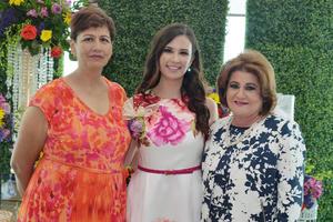 10032017 SE CASARá EN BREVE.  Laura Isabel Alvarado recibió una despedida de soltera por parte de Josefina y Guadalupe.