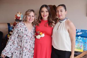 10032017 PRENATAL.  Alessandra se encuentra muy contenta por la próxima llegada de su bebé. En la imagen, la acompañan Ana Elena y Mónica.