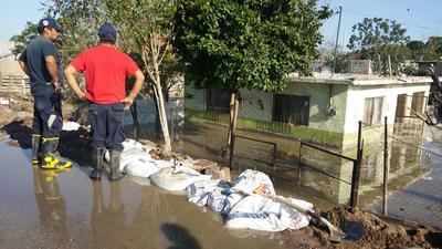 Se registró un desborde en el canal de riego que pasa por el ejido El Fénix, en el municipio de Matamoros.