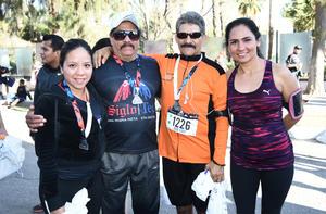 11032017 CORREDORES.  Sandy, Abel, José Luis y Sandy.