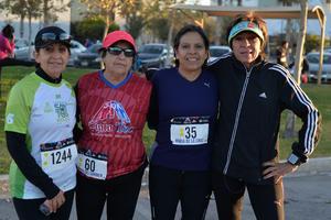 11032017 PARTICIPAN EN CARRERA.  Leticia, Carmen, Mary y Bety.
