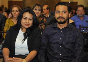 11032017 Juan Alberto Sánchez Acevedo, joven emprendedor que forma parte del Movimiento Global de Emprendedores, con los conferencistas Fernando Duarte y Guillermo Campos.