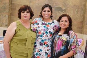 11032017 Violeta con su mamá y su suegra.