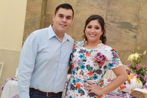11032017 Martín y Violeta, felices por su cercano enlace matrimonial.
