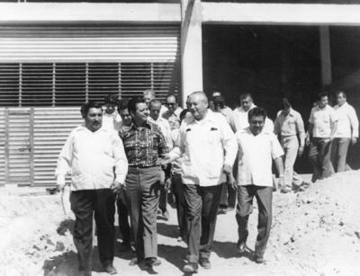 12032017 Ing. Eulalio Gutiérrez, Juan González, Jaime Núñez y José Solís supervisando la construcción de la Central de Abastos de Torreón.