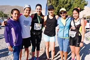 13032017 FINALIZAN CARRERA ATLéTICA.  Reyna, Hilary, Diana, Argentina, Lydia y Adriana.