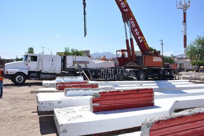 Ahí estarán varios meses en tanto se desarrollan las obras de construcción de la estación Nazas del Metrobús, una de las tres que tendrá el nuevo sistema de transporte que cubrirá el recorrido entre Torreón y Matamoros. Calcula que será en octubre.