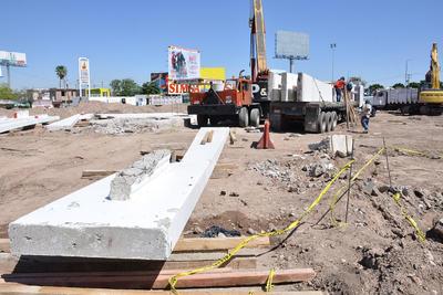 Luego de terminar la transportación de las 16 columnas que integran el Torreón, se colocará una malla ciclónica en su entorno para protegerlas más.