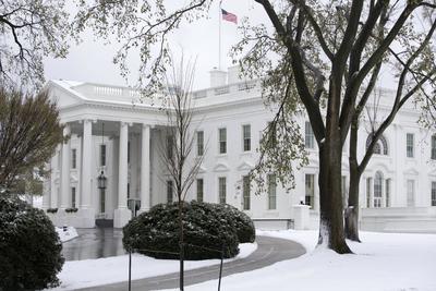 """La tormenta """"Stella"""", en Washington, cubrió de nieve la zona aledaña a la Casa Blanca."""