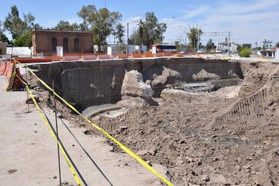 """Presuntamente estas piezas son parte de lo que fue el Canal del Coyote que hace décadas, pasó por el bulevar Constitución y tuvo sus compuertas en la """"Casa Colorada"""" considerada monumento histórico."""