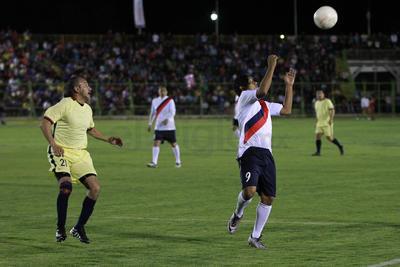 Las Chivas derrotaron 4-3 al América.