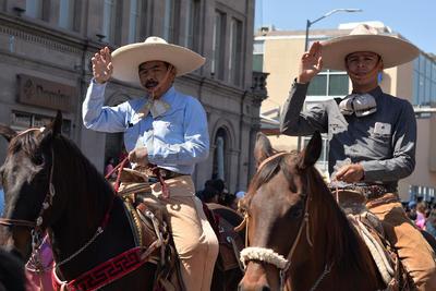 Sin contingentes de escuelas ni dependencias municipales, se llevó a cabo el desfile de Primavera 2017 en Torreón.