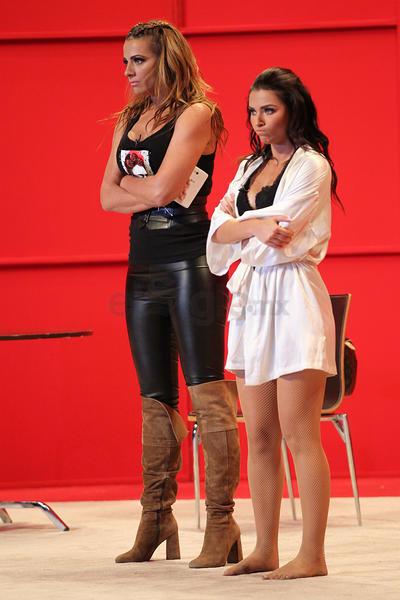 Irina Baeva y Cecilia Galliano hacen gala de sus tablas como actrices, pero también lucen su belleza de la mejor manera.