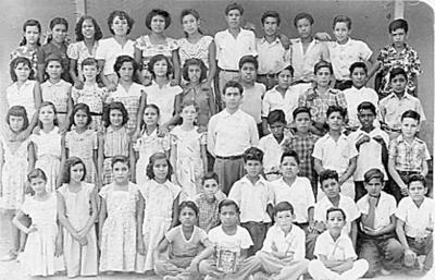 19032017 Grupo del sexto año (1953 - 1954) de la Escuela Artículo 123 Miguel Hidalgo de Nueva Rosita, Coahuila, donde se encuentra el maestro Luis Romero de León y el niño Leonel Rodríguez R.