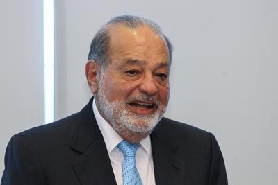 El listado de los mexicanos multimillonarios nuevamente lo encabeza el empresario Carlos Slim, con una fortuna valuada en 54 mil 500 millones de dólares, aunque en el ranking global pasó del cuarto al sexto sitio.