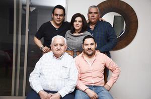 21032017 MUCHAS FELICIDADES.  Jorge Rivera Vilalpando acompañado de sus hijos: Sergio, Carmen, Jorge y Rodolfo, en su fiesta de cumpleaños.