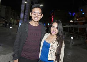21032017 EN LA MORELOS.  Jared y Mariana.