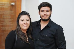 21032017 EN EL TEATRO.  Cynthia y Sergio.
