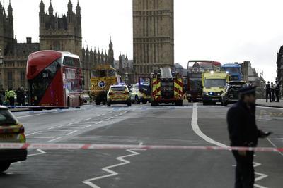 Policías evacuaron el lugar por seguridad.