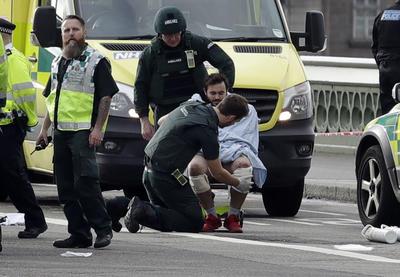 El incidente, de momento muy confuso, ocurrió después de que se celebrase la sesión semanal de preguntas a la primera ministra británica, Theresa May, en la Cámara de los Comunes.