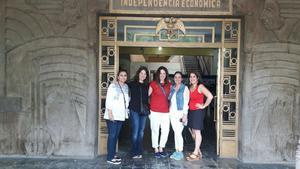 25032017 VISITAN MURALES DEL INSTITUTO 18 DE MARZO.  Celina, Gaby, Claudia, Bárbara e Idoia.