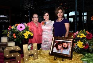 25032017 POR CASARSE.  Silvia Lizeth Juárez Rojo con Silvia Rojo y Leticia Segovia.