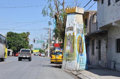 En distintas zonas de la ciudad hay torreones pequeños, como éste de Ramos Arizpe casi esquina con Independencia.