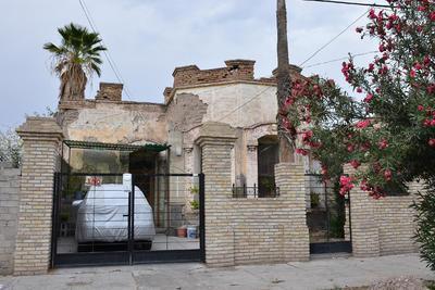 En Donato Guerra y Bravo aún sobrevive una vivienda con arquitectura de 1900.