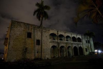 El museo Alcázar de Colón con las luces apagadas durante la Hora del Planeta hoy, sábado 25 de marzo de 2017, en Santo Domingo, República Domincana.